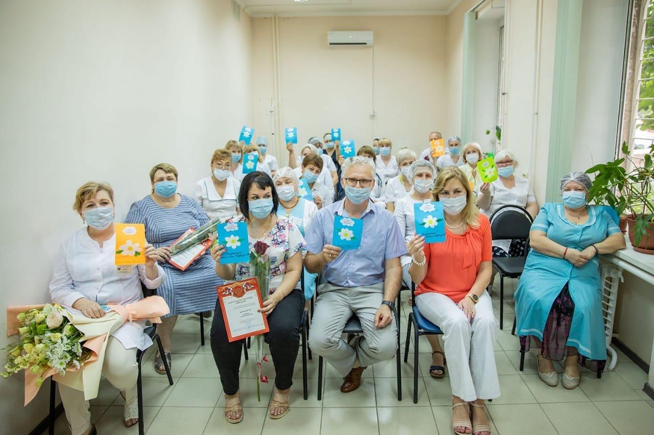 В Таганроге медицинские работники принимают поздравления