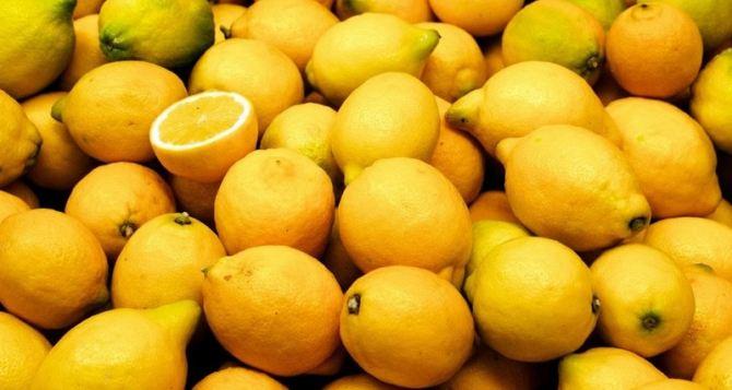 Таможня сообщила по чем в Луганск завозят лимоны