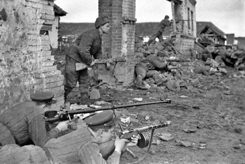 Почему солдат СС живьём топили в сортире таганрогского ГПУ?