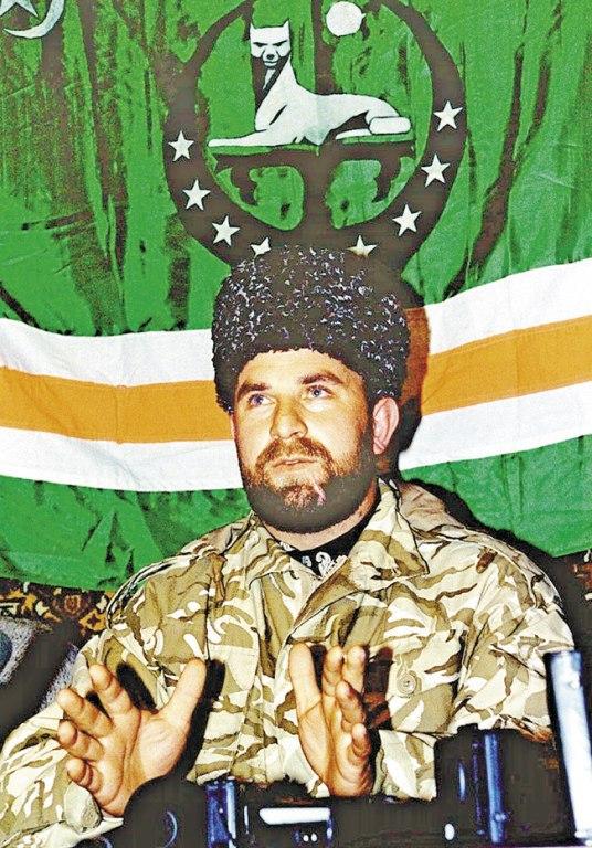 В 1992‑1993 годах Гелаев участвовал в грузино-абхазском конфликте в составе отрядов Конфедерации горских народов