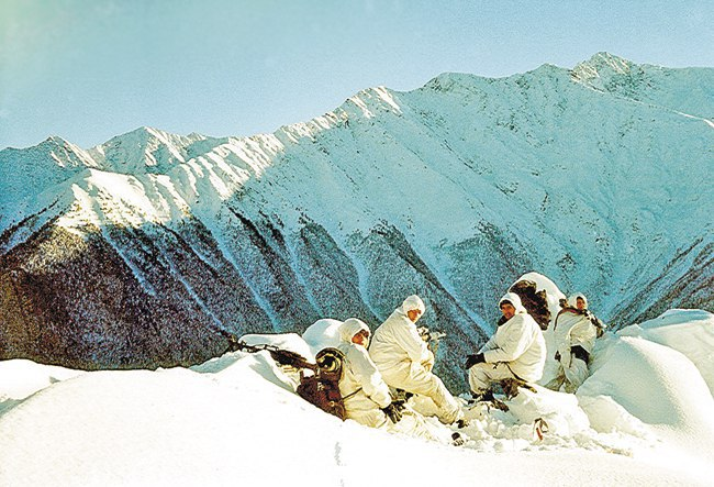 Мы то обливались потом, то мерзли от ветра, а впереди ждало томительное нахождение на холодном перевале