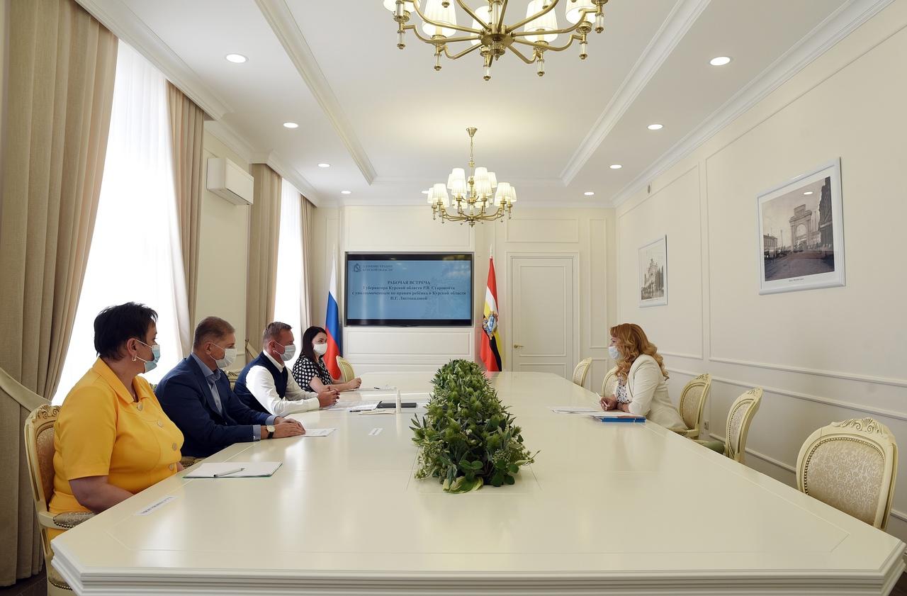 В Курской области детский омбудсмен предложила повысить ежемесячные выплаты на личные расходы сиротам