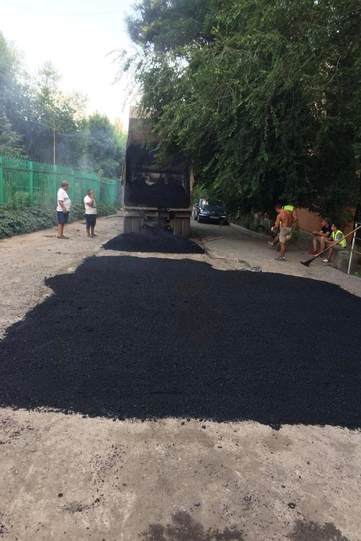 В Таганроге продолжается ремонт автодорог