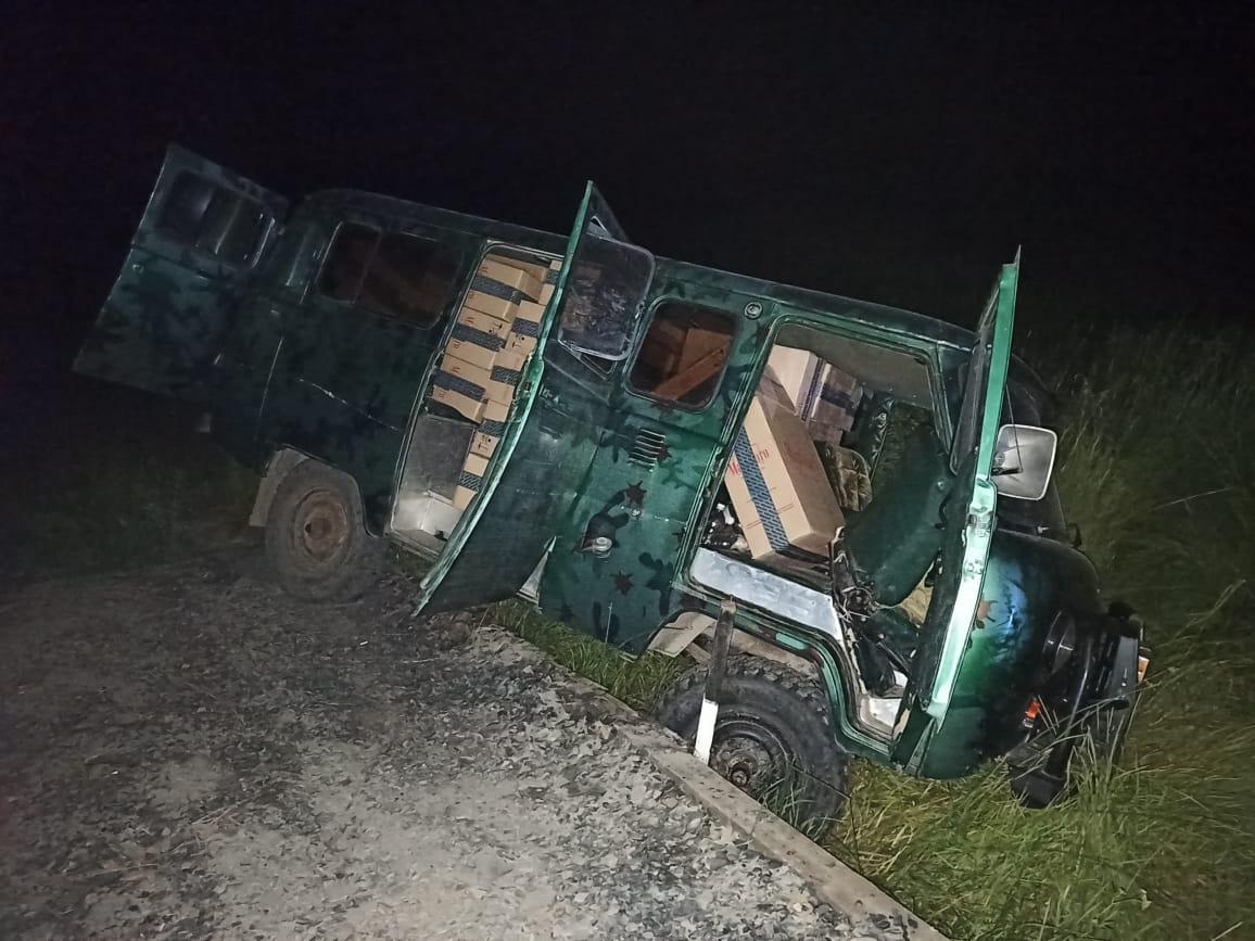 Под Таганрогом пограничники задержали автомобиль «УАЗ» с крупной партией табачных изделий